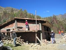 Building the clinic, Quishaur 2009