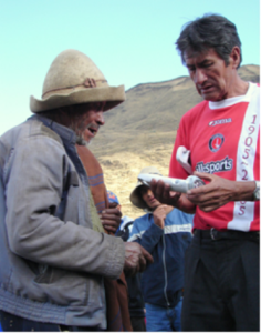 Distributing solar lights supplied by LED in Peru