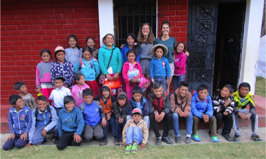 Leeds medics, Ella and Laura, with the children, on their last day of English lessons in Quisuar